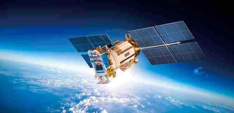 未来を拓く科学技術を研究。将来的には人工衛星の打ち上げを予定しています。アドバンスト・コース(大学院に相当)にも進めます。