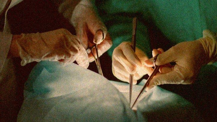 「脳死マシーン」で無実の人々の臓器を収奪する中国政府【ザ・ファクト】